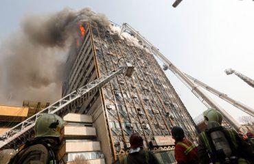 عکس دلخراش از حادثه پلاسکو، در حال آتش سوزی